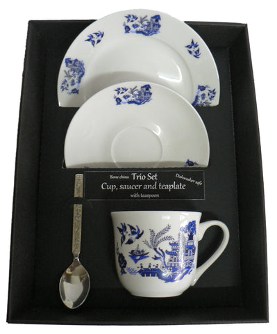 Blue willow pattern trio set. cup & saucer with teaspoon and matching tea plate gift boxed