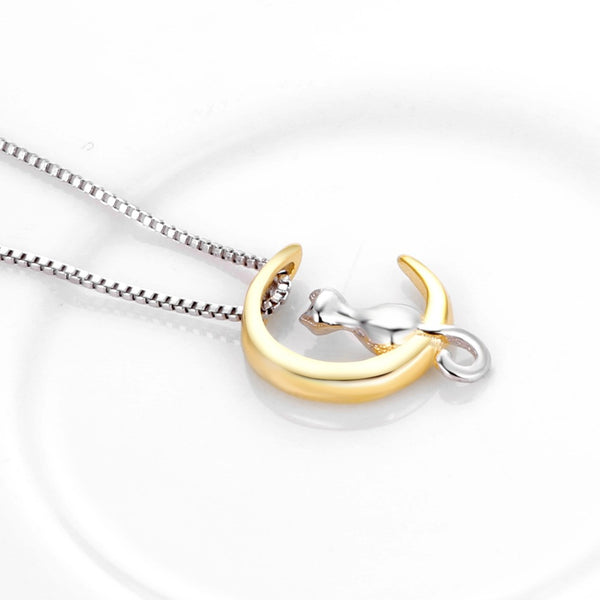 Gorgeous Cat Chilling on Moon Cat Necklace!