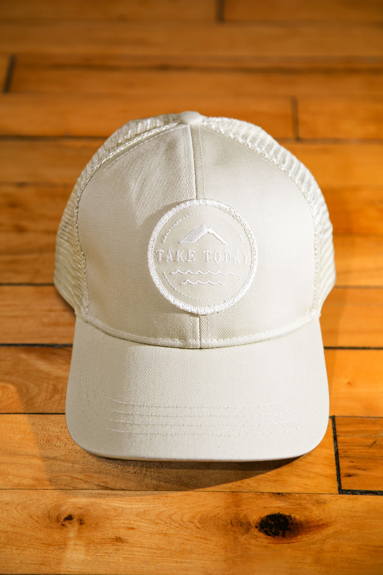 """uptown"" trucker hat in canvas"