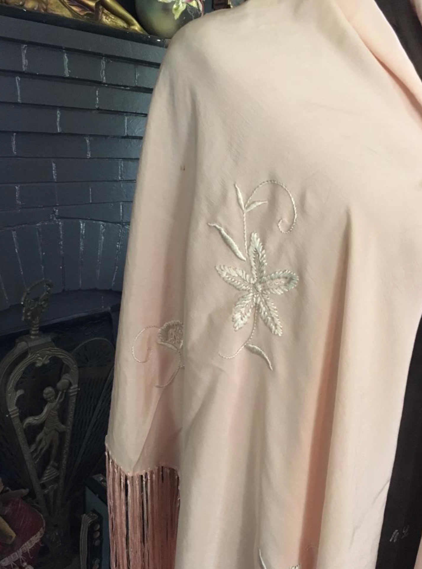 New Arrival Stunning 1920's Stunning Peach Piano Shawl