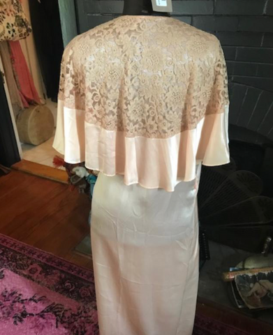 Old Hollywood Starlet Peach and Lace Capelet Robe 1930's