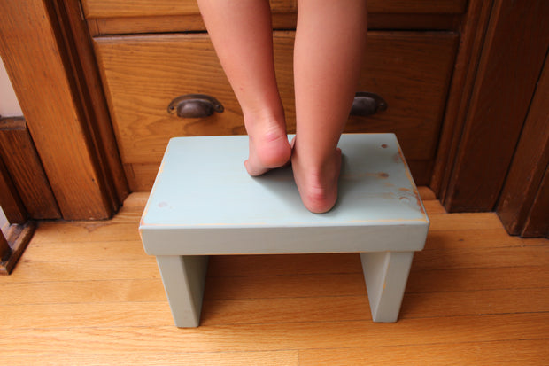 Laurentien Kids' Step Stool - Distressed