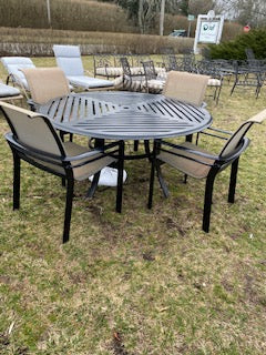 Round outside table and 4 chairs