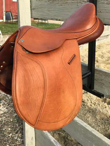 "Collegiate Parfaire CC Saddle- 17"" seat, Medium Gullet, New Condition"