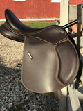Wintec 500 English Jump Saddle- in Brown, 16.5 seat, adjustable gullet, Used but in New Condition