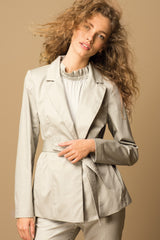 ARMARGENTUM: Blazer in beige für Damen, Bindegürtel, fair, vegan, organic, umweltfreundlich, handgefertigt, made in europe - the wearness online-shop