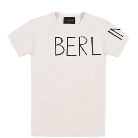 CRUBA Unisex T-Shirt mit Berlin Schriftzug, Berlin Print, Nachhaltige Mode, Handmade, Made in Europe, Eco-friendly, Fair trade, Female Empowerment, Charitable - shop now - the wearness online-shop - NACHHALTIGE & ETHISCHE LUXUSMODE