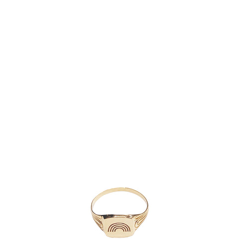 MALAIKARAISS Signet Ring in Gold, eingravierter Regenbogen, Damen, Damenschmuck, nachhaltiger Schmuck, faire Ringe, Goldschmuck, Signet Ring, eco-friendly, female empowerment, fair, handcrafted, shop now- the wearness onlineshop