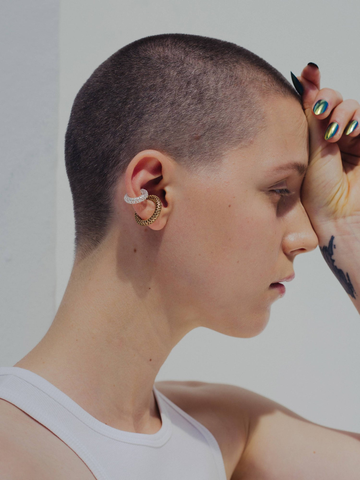 SASKIA DIEZ: Earcuff aus Gold für Damen, handmade, fair, made in europe, vegan - the wearness online-shop