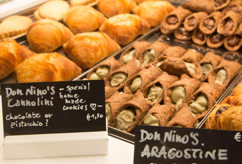 cannolis: what to eat in italy