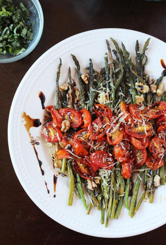 parmesan roasted asparagus with tomatoes and walnuts