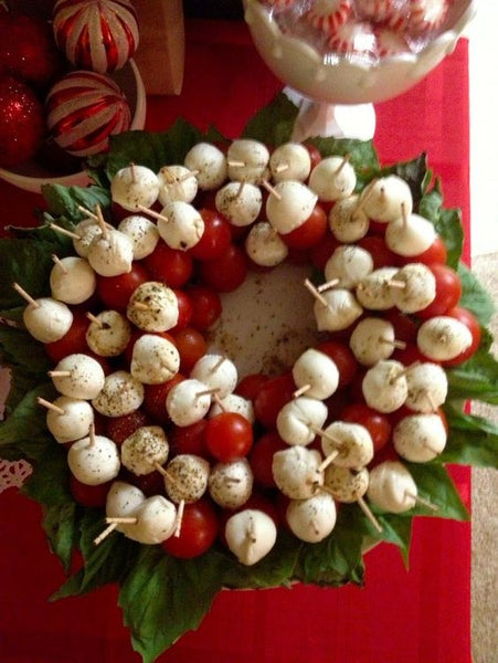 caprese wreath holiday party appetizer