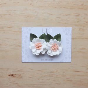 Kirei Bloom piggy clips - white