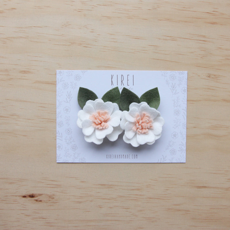 Kirei Bloom set of 2 piggies clips - white