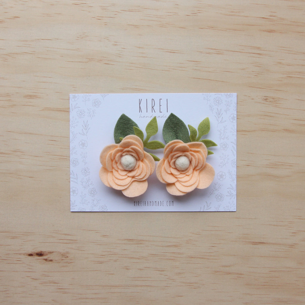 Ranunculus flower set of 2 piggies clips - peach