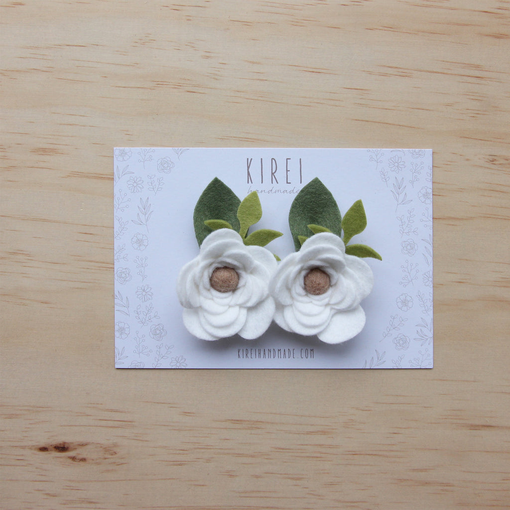 Ranunculus flower set of 2 piggies clips - white