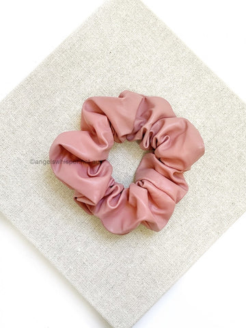 Angels Whisper - P-Leather Scrunchie - Pink