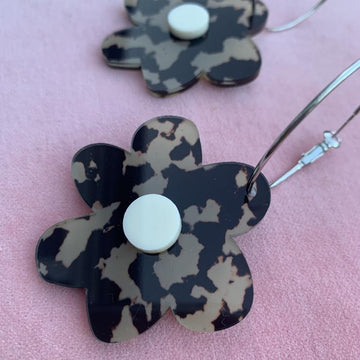 Emeldo - Flower Power Earrings - Black and Beige with Cream