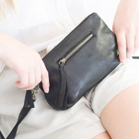 Juju & Co - Small Leather Essential Pouch - Black