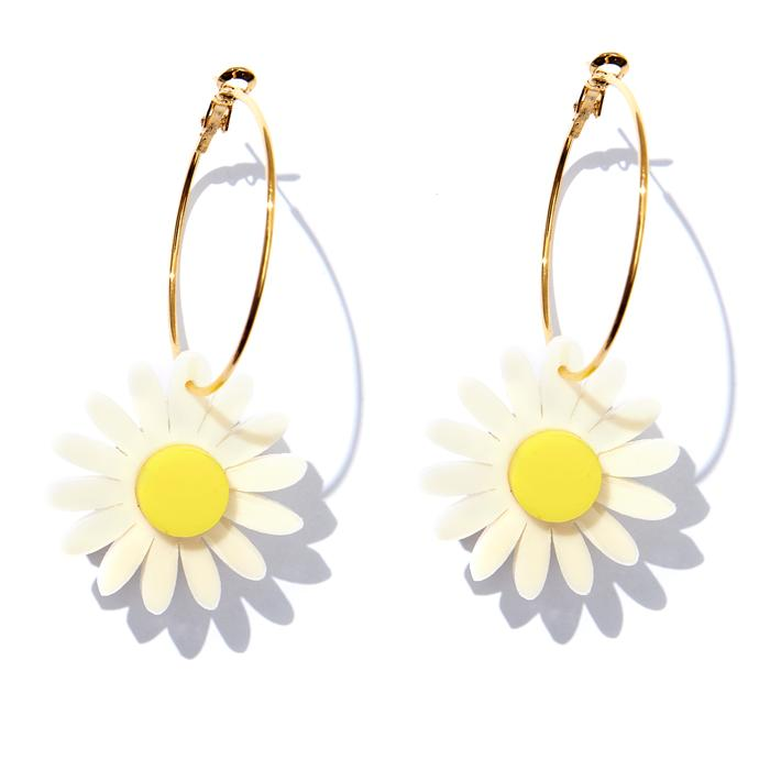 Emeldo - Daisy Earrings - Cream With Yellow