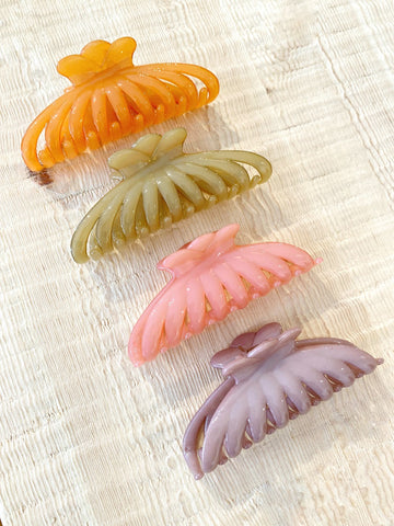 Angel Whisper - Marion Retro Candy Claw Clip - Olive