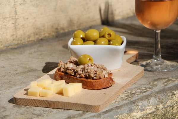 chambouletou-pate-olive-tomme-brebis-ambiance