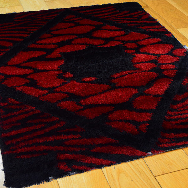 Shaggy Black Red Rug