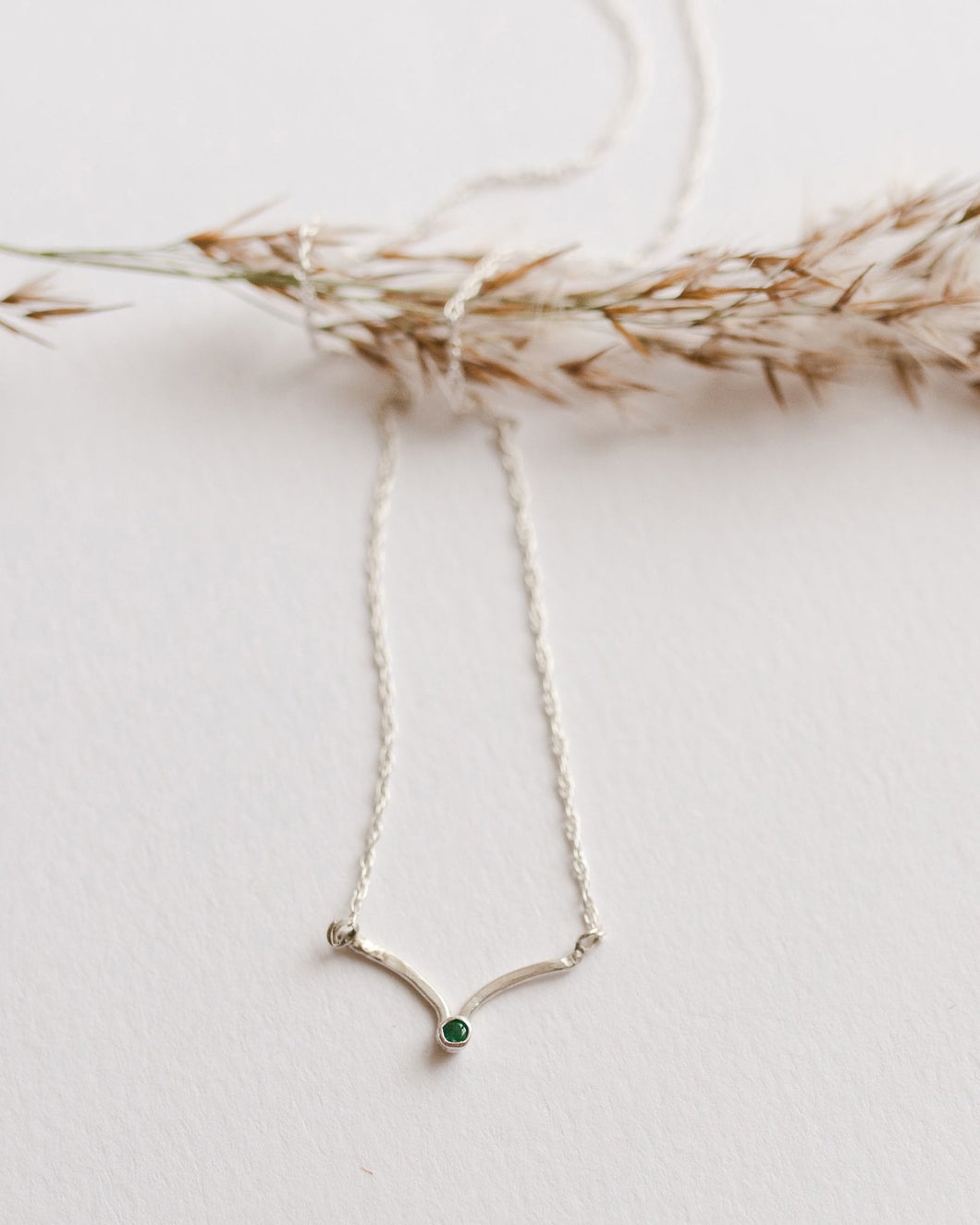 Flowing emerald delicate necklace