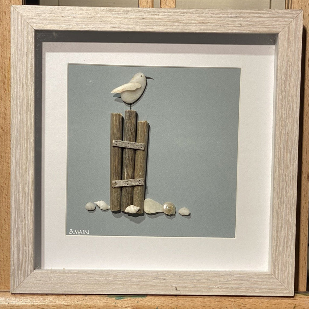 8x8 Seagull on Beach Post