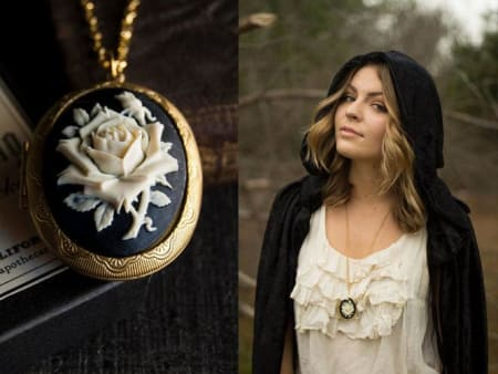 1New - Solid Perfume Cameo Necklace (Seance)