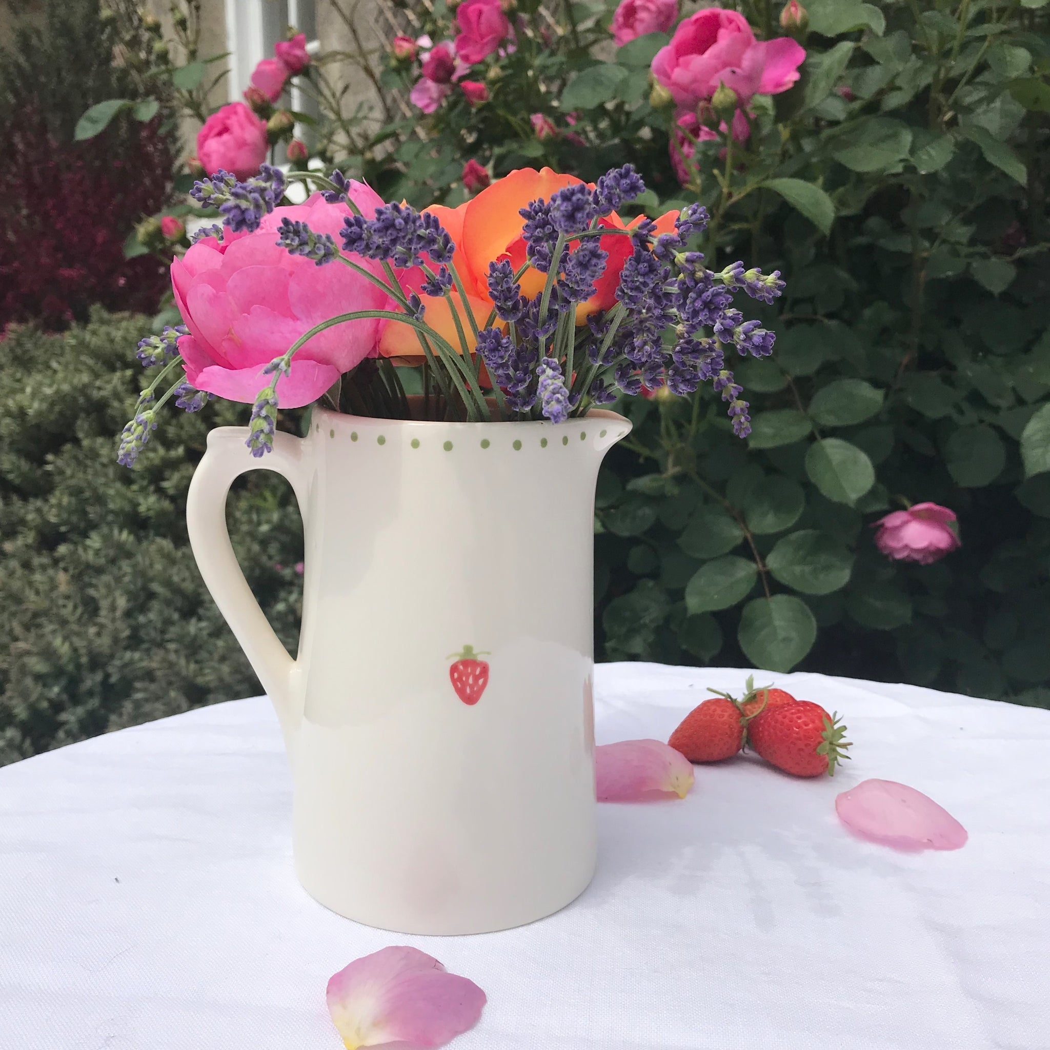 Strawberry Jugs - Dales Country Interiors