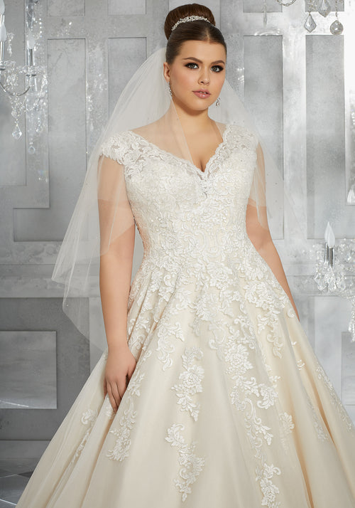 2117 Moiselle Wedding Dress