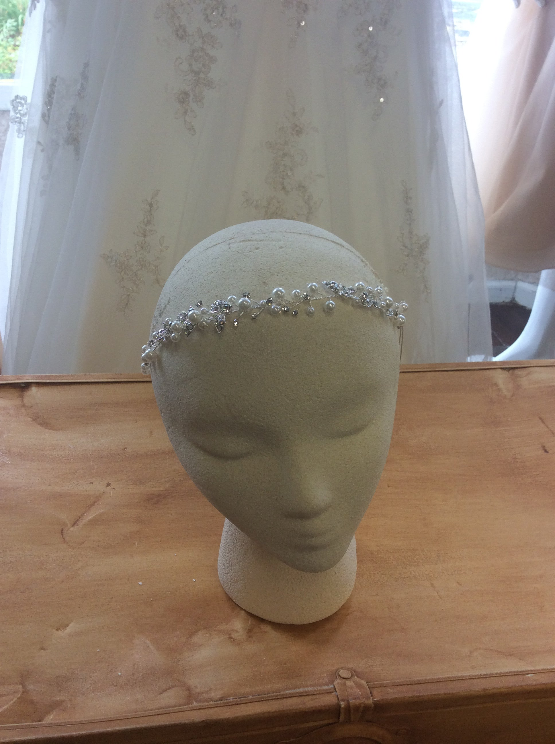 HD-12210 headband with rhinestones and pearls (elastic band)