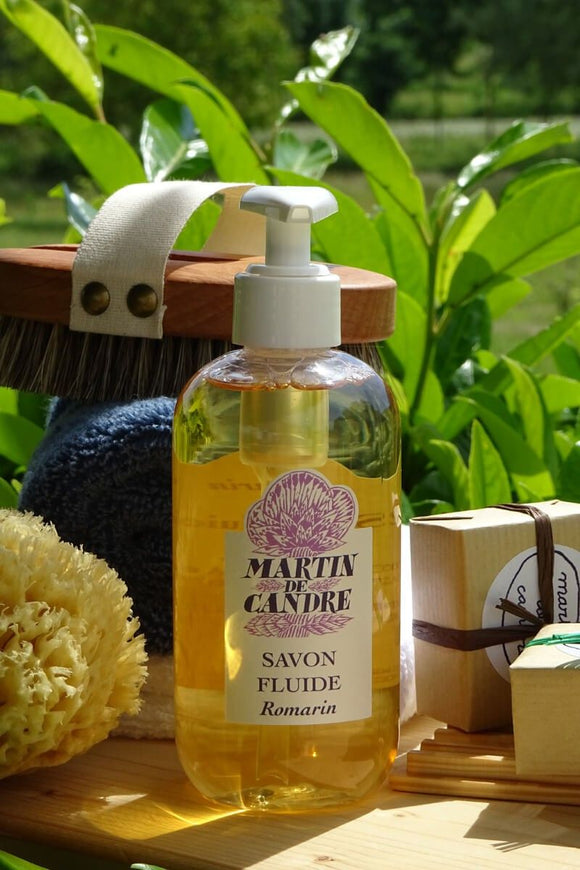 Martin de Candre - Liquid Hand Soap 250ml - Romarin  Description  It should be used for the hands or for the toilet, in small quantities: it washes and cleans very well, it lathers little and rinses quickly.  Resulting from a saponification carried out from olive oil, copra oil and potash, the fluid soap contains a high percentage of water. It is more suitable for so-called