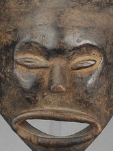 MC0939 Rare masque anthopomorphe HEMBA Congo Rdc anthropomorphic Mask