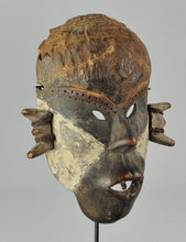 Réservé jusqu'au 12 nov / Reserved until Nov 12th Beau masque guerrier BOA Pongdudu Congo Warrior Mask MC1113