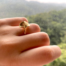 Ginkgo 18K Gold Ring