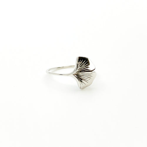 Ginkgo 18K White Gold Ring