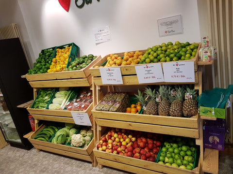 Full fruit & vegetable shelf in SirPlus Store