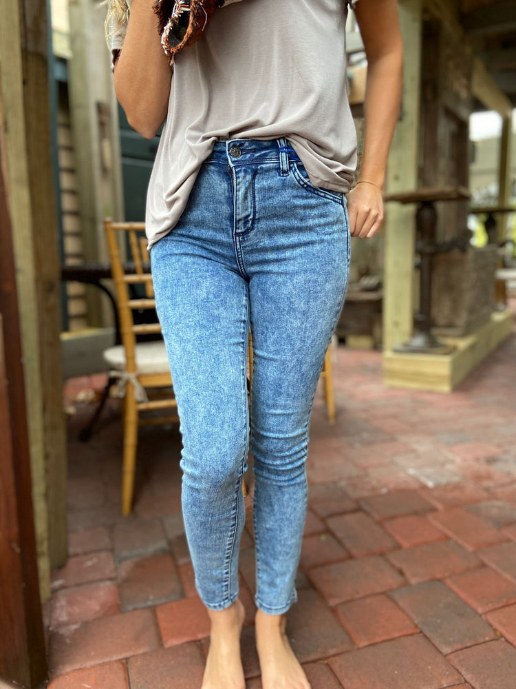 Shelby Acid Wash Jeans - Wild Magnolia