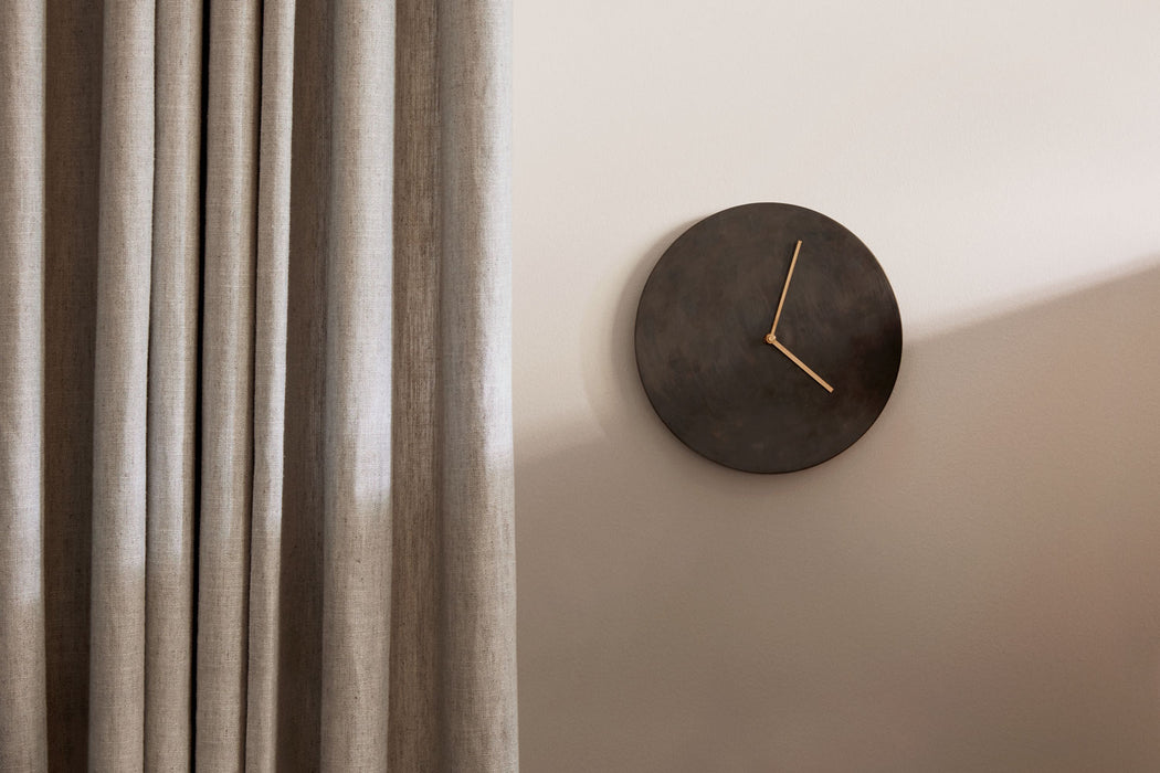 Norm Wall Clock, Lifestyle