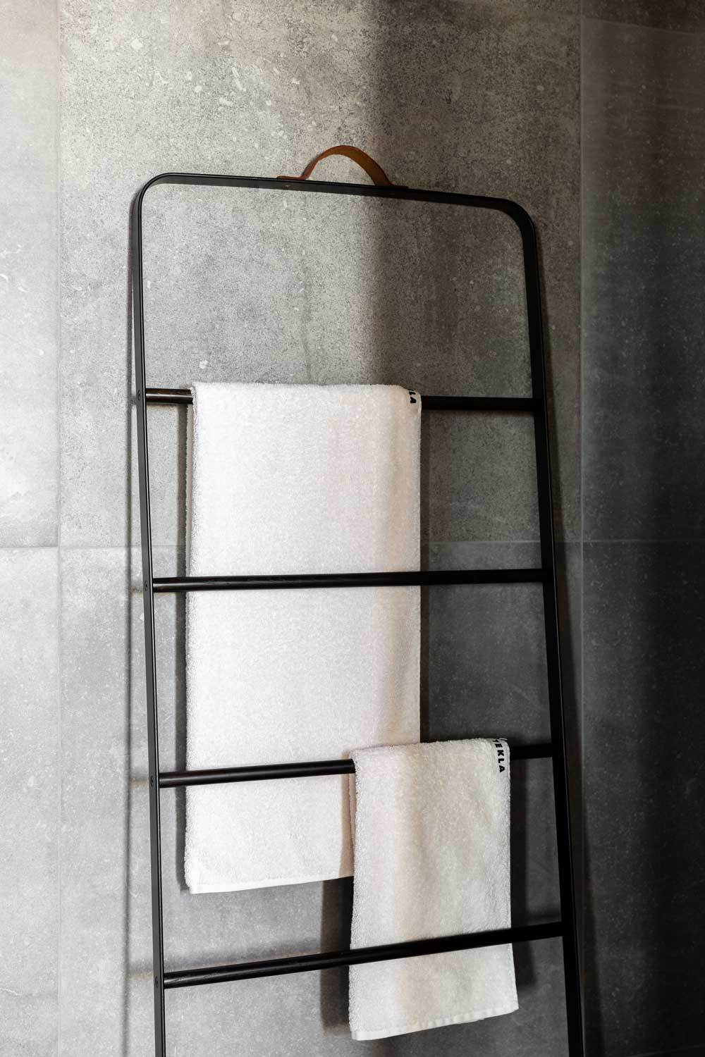 Modern Minimalist Black Menu Towel Ladder