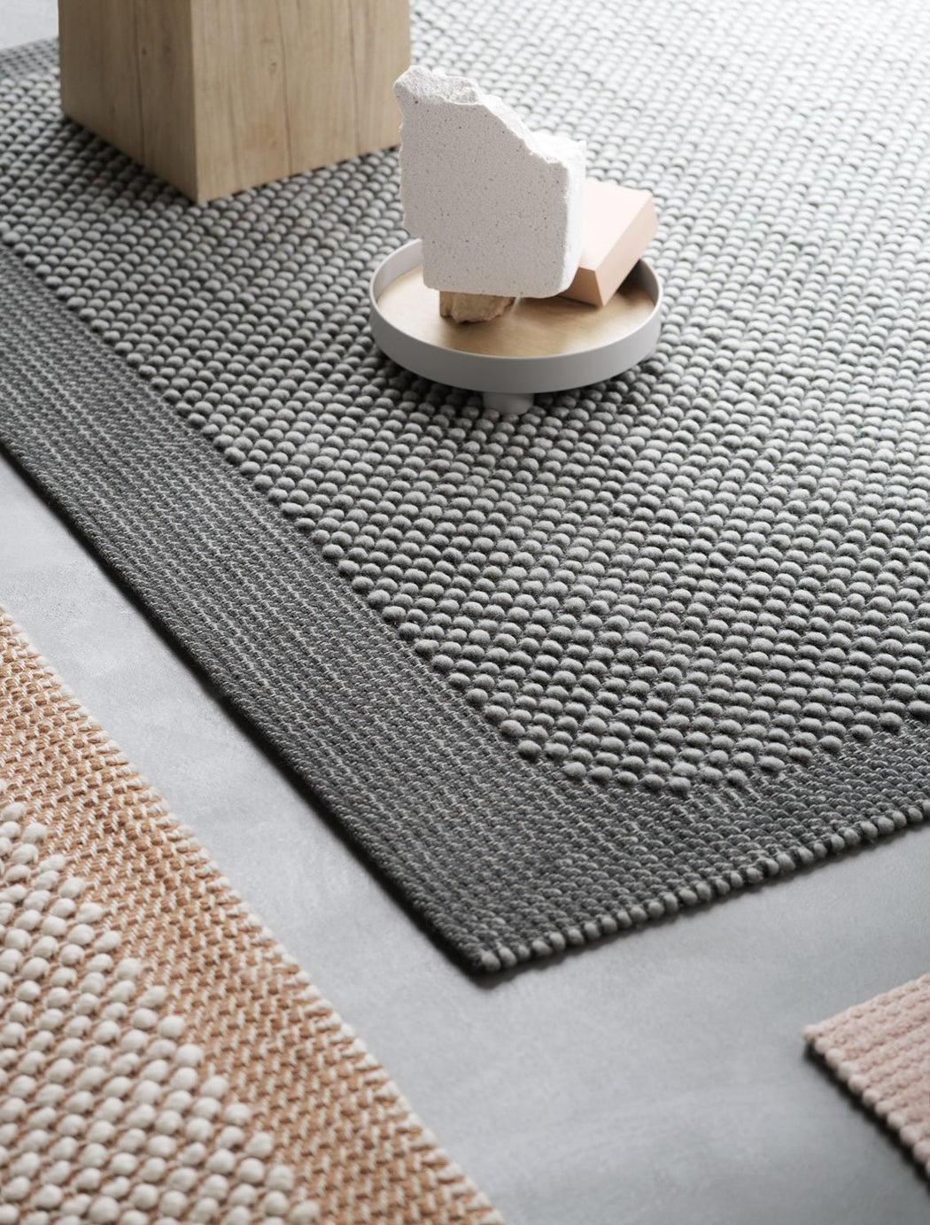 Pebble Rug Light Grey, Lifestyle