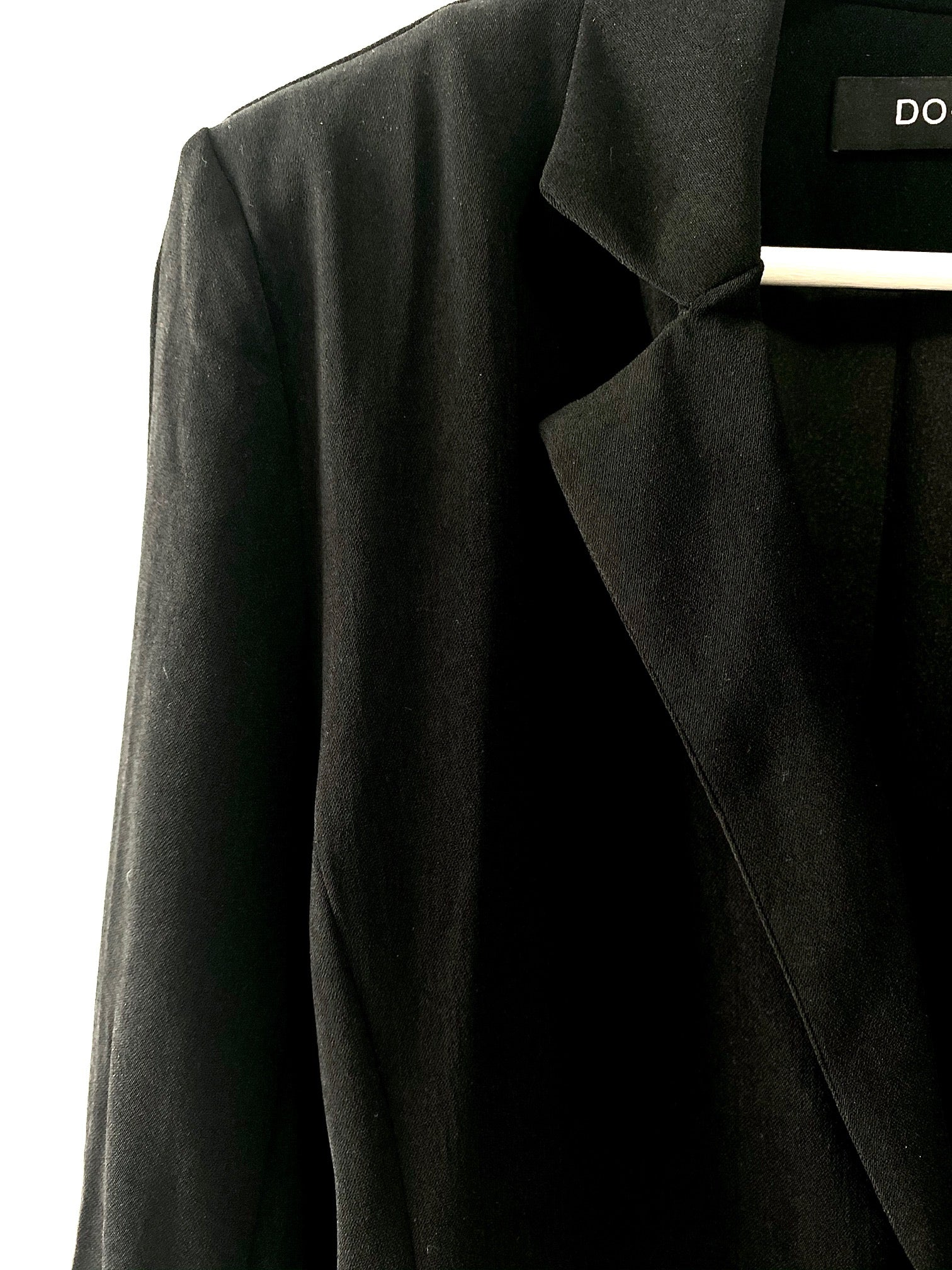 close up of collar on black Going-Out Blazer