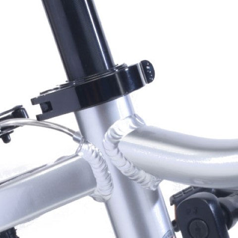 bicycle tool less seat post clamp