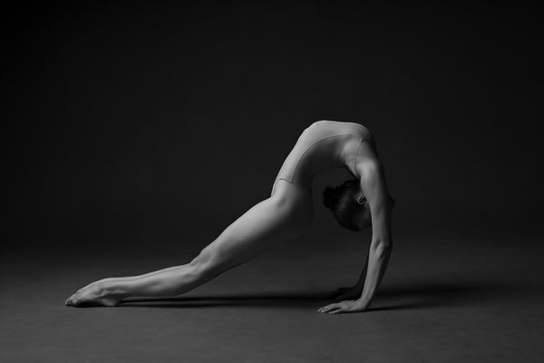Print image of a female gymnast, contortion, artistic, aesthetically breathtaking. Photo print studio, colors black and white.