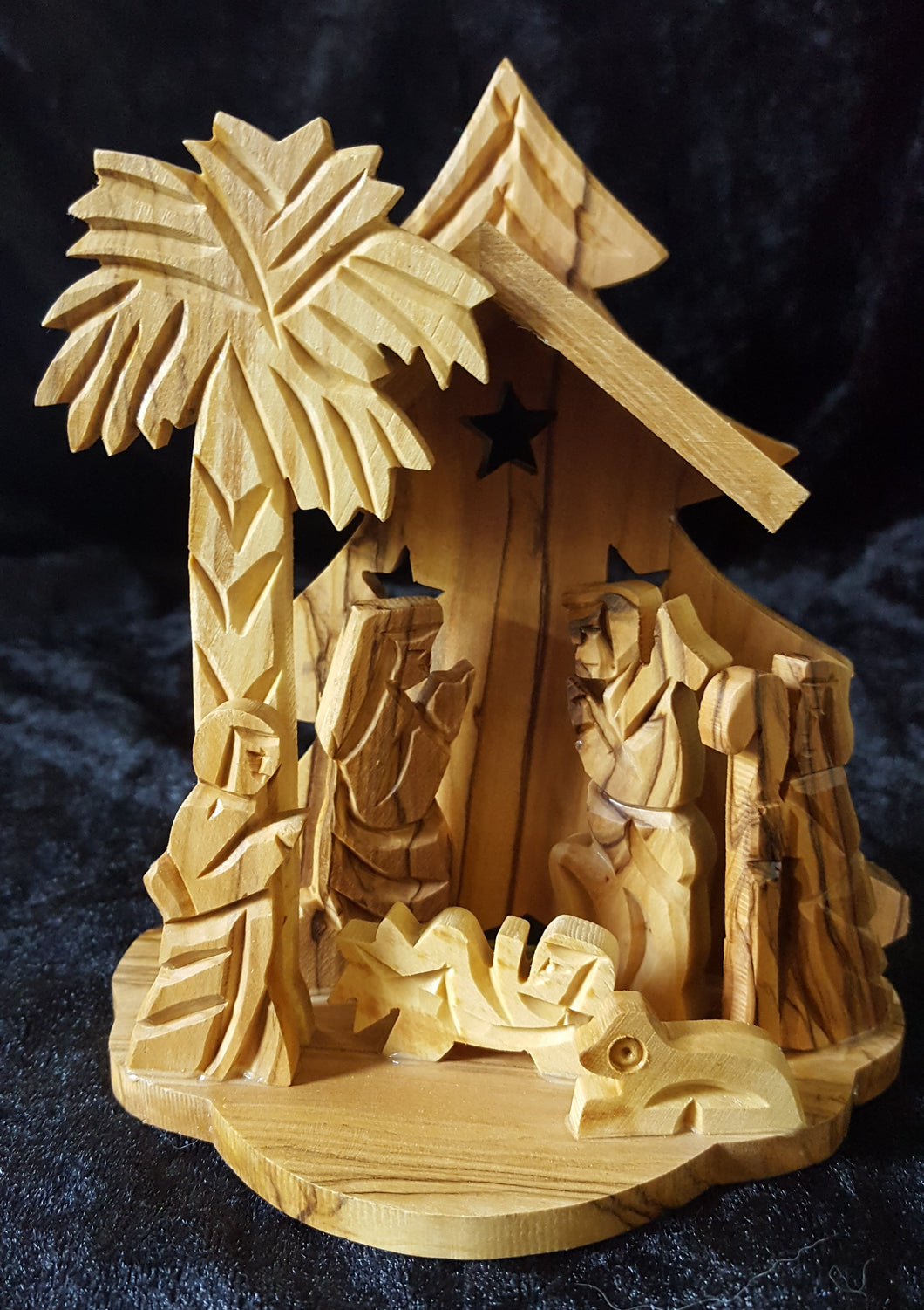 Olive Wood Nativity With Christmes Tree.