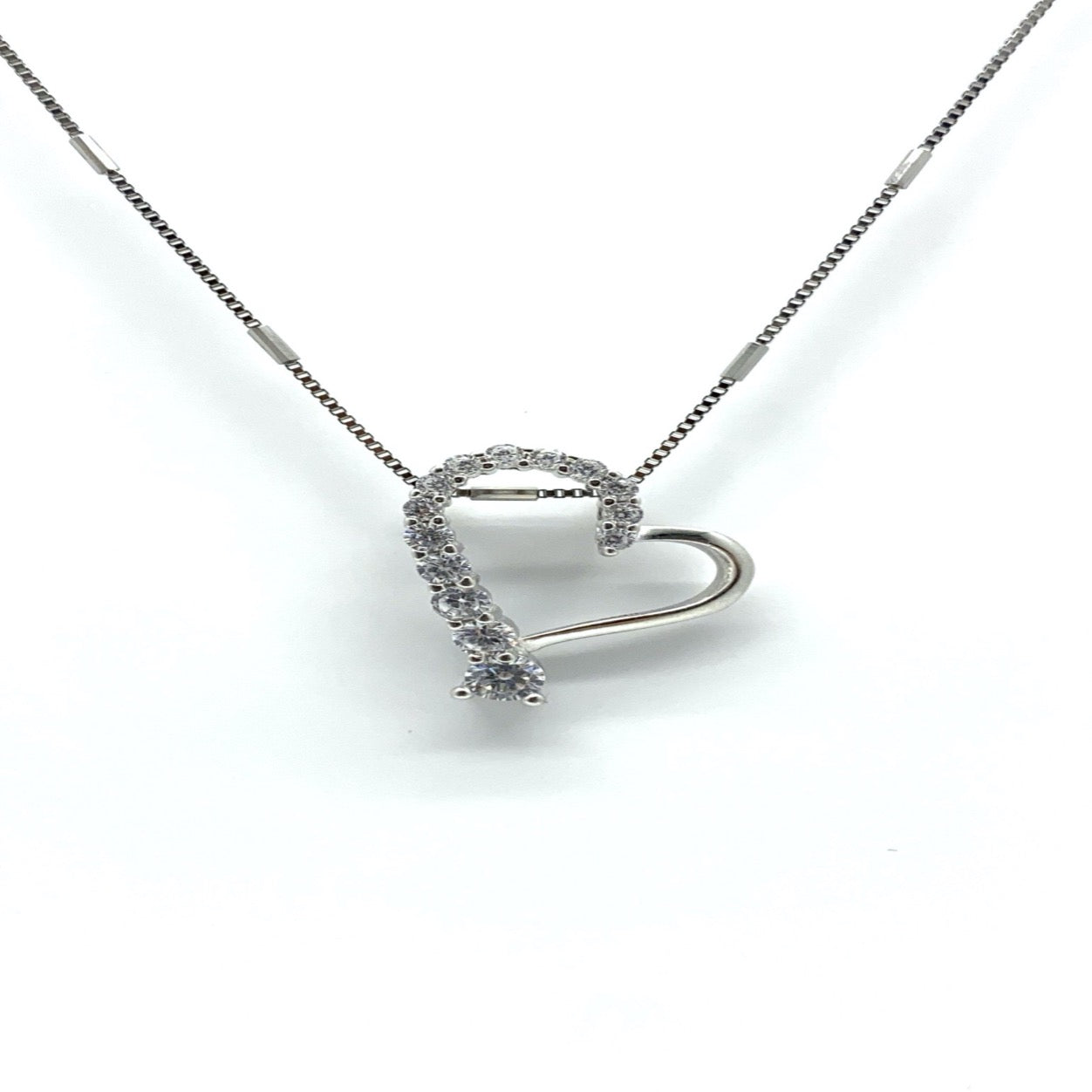 CINDY- graduated heart necklace