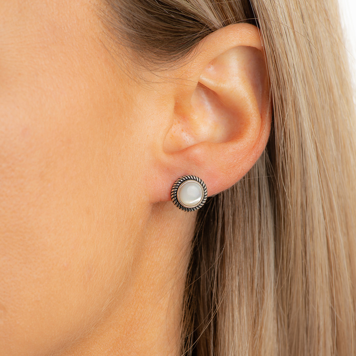ALEXIS mother of pearl studs