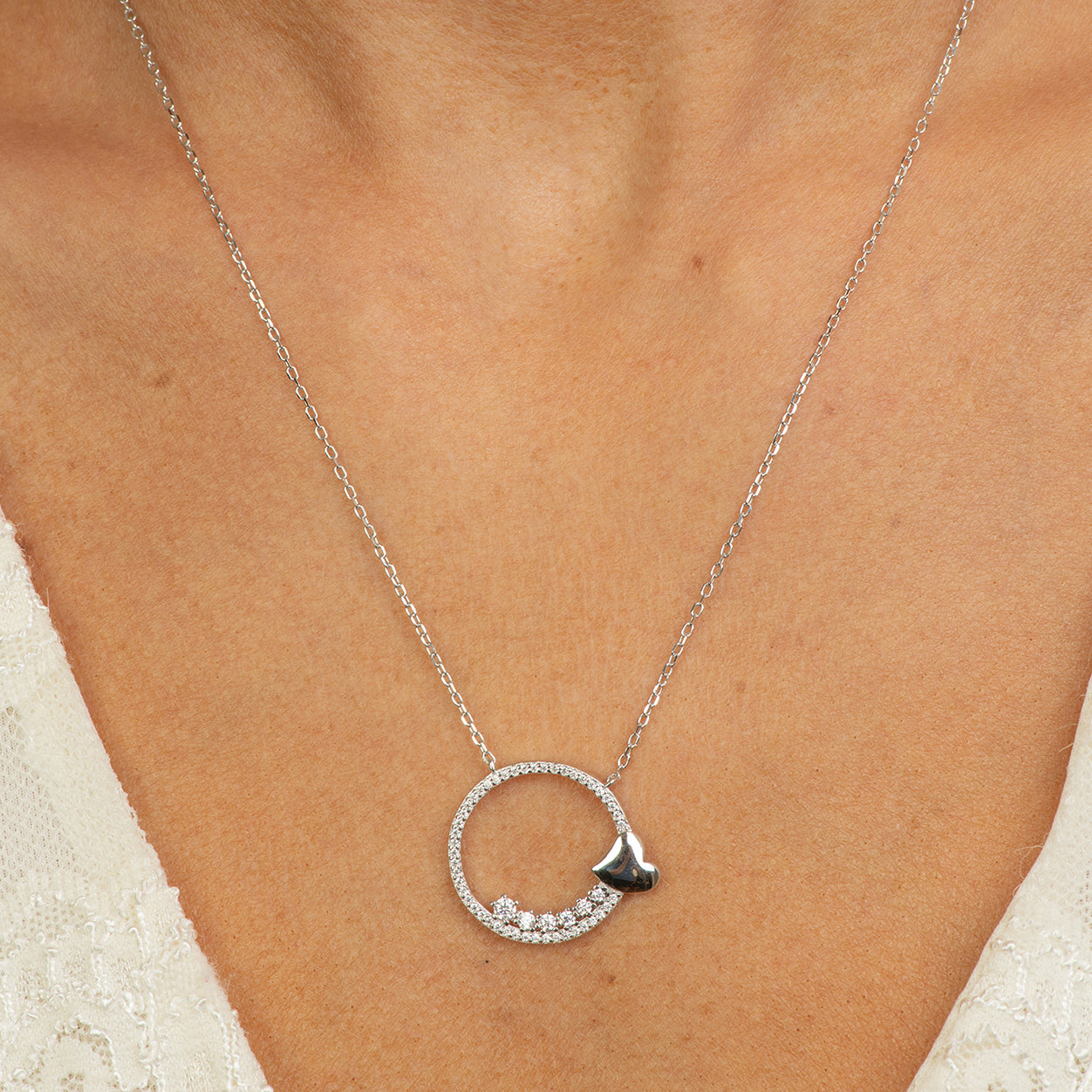 DANA - Circle of life necklace with heart